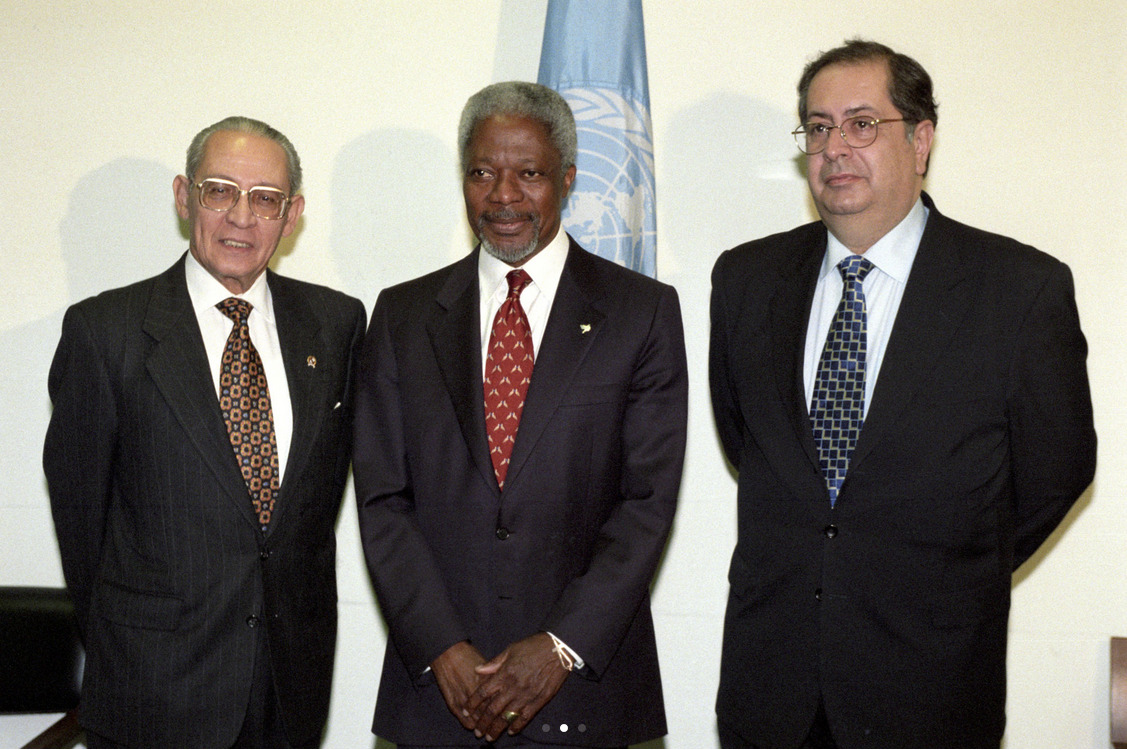 Secretary-General Kofi Annan meets with Foreign Minister Ali Alatas of Indonesia (left) and Foreign Minister Jaime Gama of Portugal (right), prior to the signing of their Agreement on East Timor. May 05, 1999. UN Photo